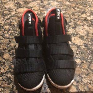 Women s Lebron James Sneakers For Boys on Poshmark d773092c31